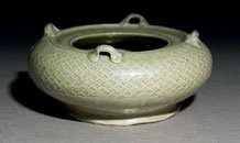 Fig. 1 Yue stoneware water pot with loop handles, Ashmolean Museum, Oxford