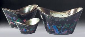 Fig. 1 Set of mother-of-pearl inlaid lacquer cups of ingot form, Muwen Tang collection, Hong Kong