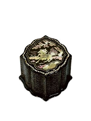 Lacquer box with qilin