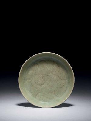 Yaozhou stoneware saucer with wave pattern