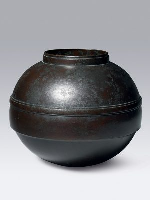 Bronze vase by Toyochika