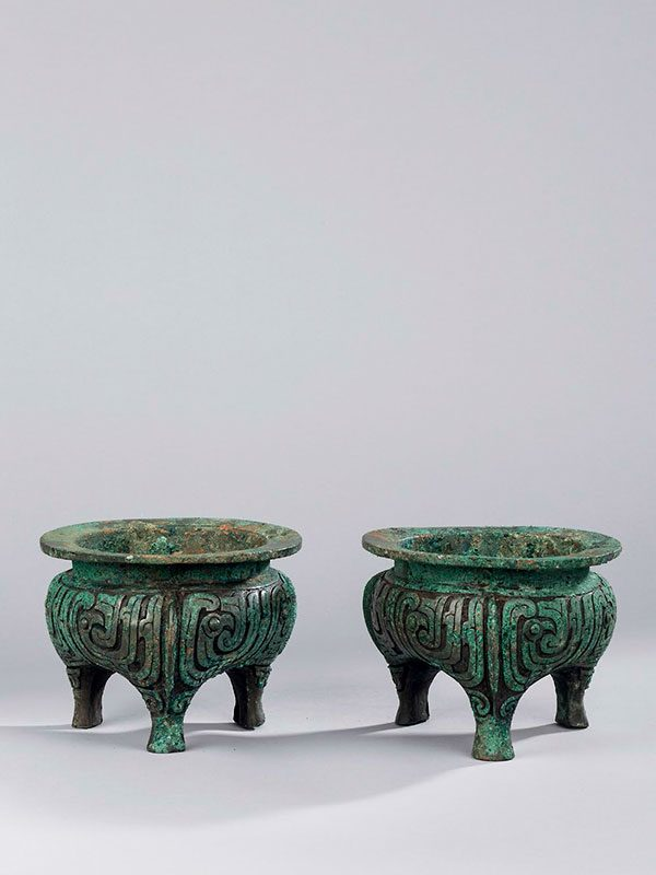 A pair of bronze ritual tripod vessels, li