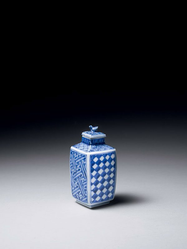 Ichimatsu porcelain container by Yaguchi Eiju I
