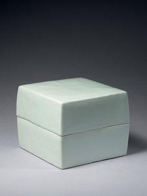 Porcelain box by Mitsuyuki Kawase