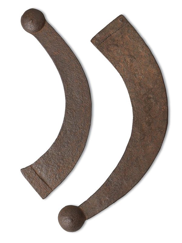 Two valai-tadi (boomerangs)