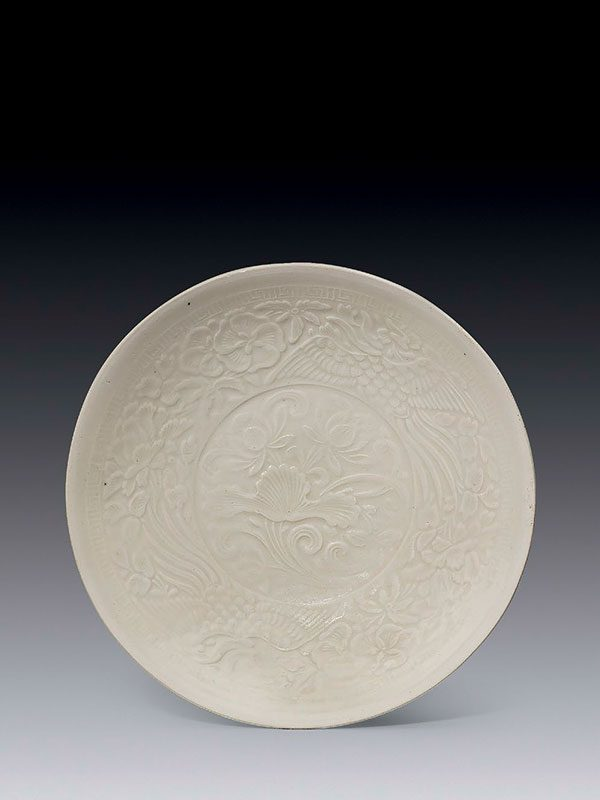 Ding -type porcelain moulded shallow bowl