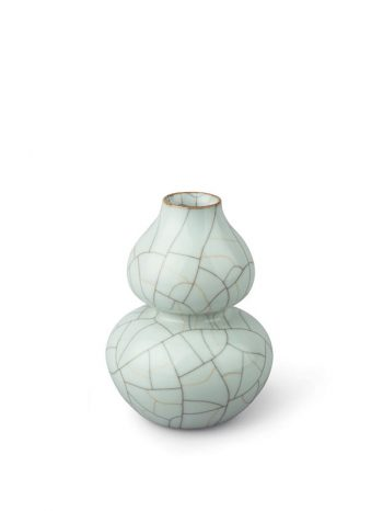 Ge-type gourd-shaped porcelain vase