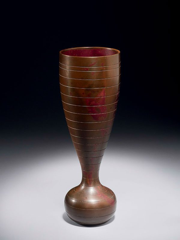 Bronze vase by Hara Masuo (1934 -)