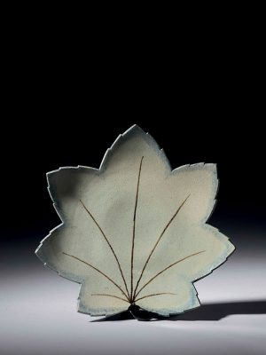 Porcelain leaf-shaped dish by Nonomura Ninsei
