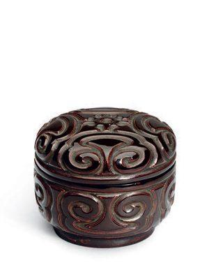 <em>Tixi</em> lacquer box