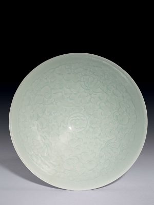 <em>Qingbai</em> porcelain bowl with incised decoration of three boys playing