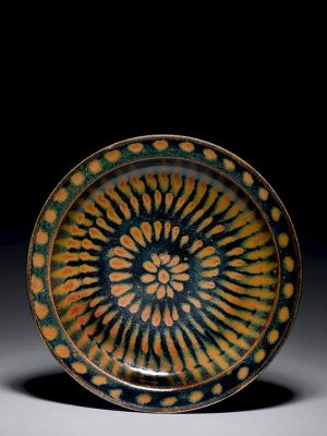<em>Cizhou</em> stoneware dish with splashed decoration
