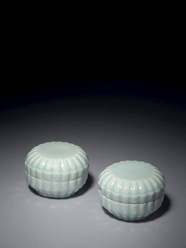 Pair of qingbai porcelain lobed boxes