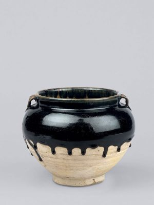 <em>Cizhou</em> stoneware jar with black glaze