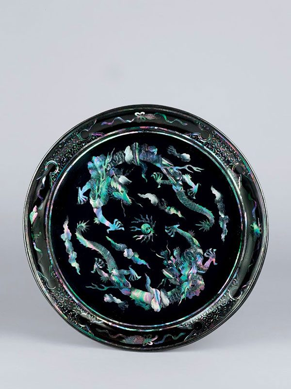 Mother-of-pearl inlaid lacquer dish