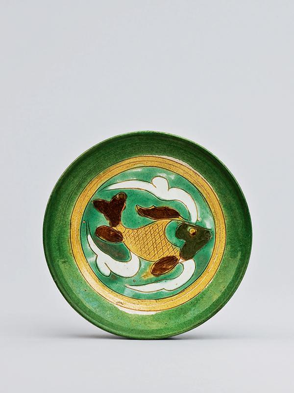 Pottery dish with fish