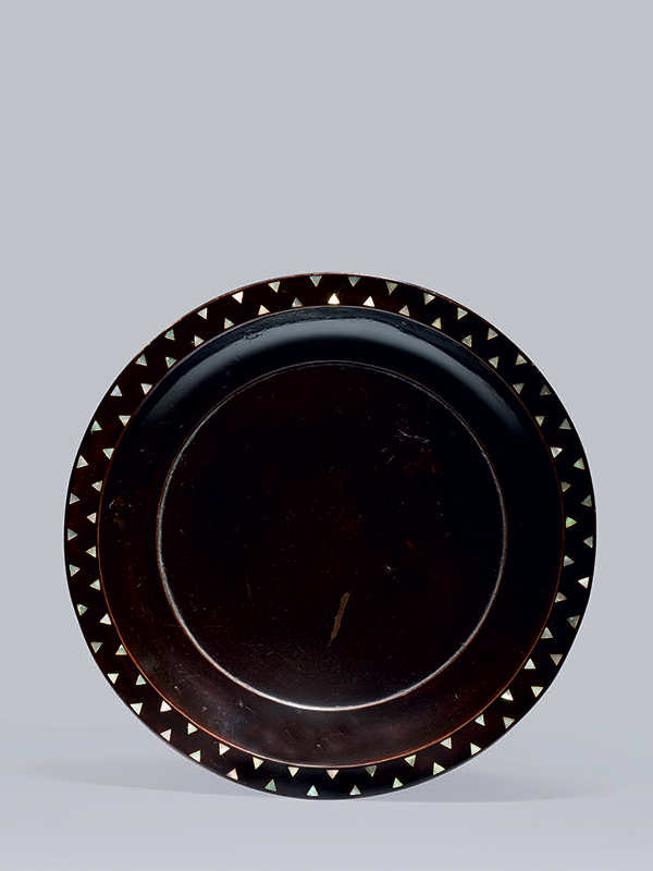 Lacquer and mother-of-pearl inlaid plate