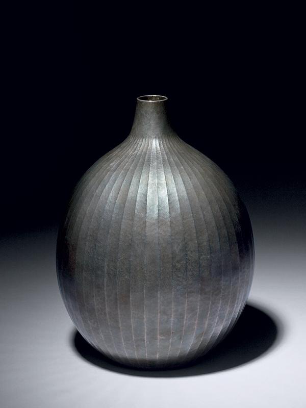 Uchidashi silver vase by Sekiya Shirō (1907 - 1994)