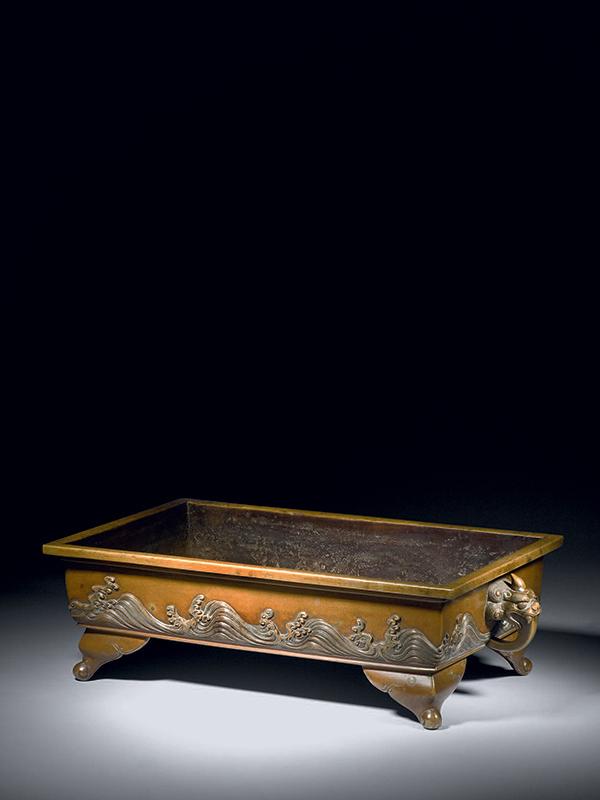 Bronze basin signed Baieian