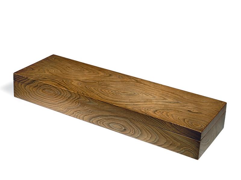 Lacquer box simulating wood grain