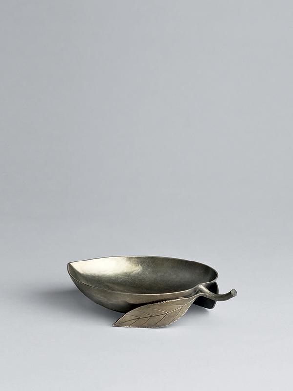 Silver peach-shaped cup by Sekiya Shirō (1907-1994)