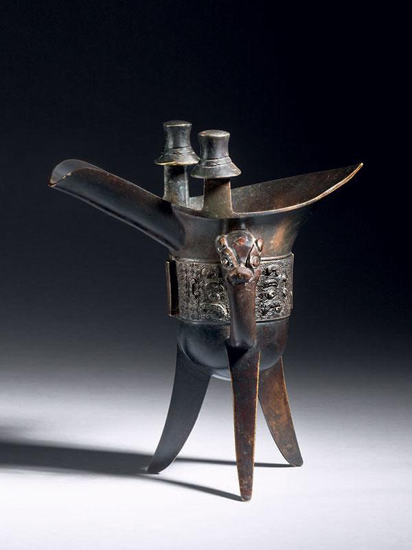 Bronze ceremonial libation vessel, <em>jue</em>