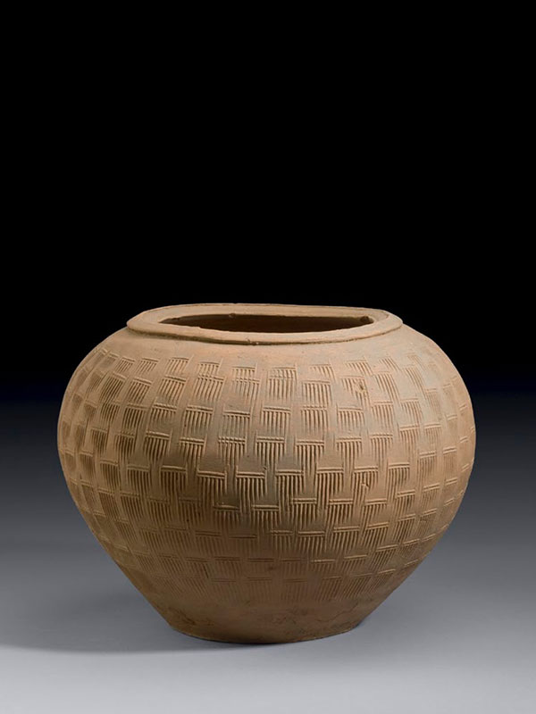 Pottery jar with impressed combed pattern