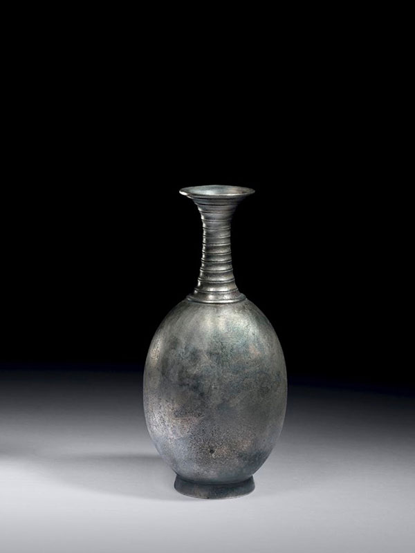 Bronze bottle with ribbed neck