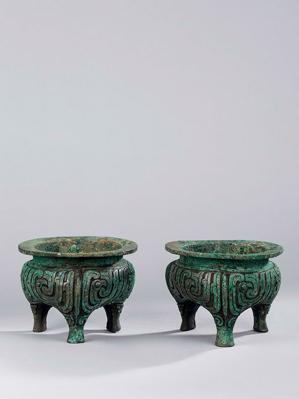 A pair of bronze ritual tripod vessels <em>li</em>