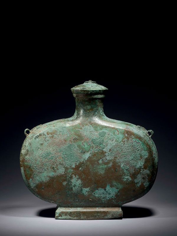 Bronze wine vessel <em>bian hu</em>