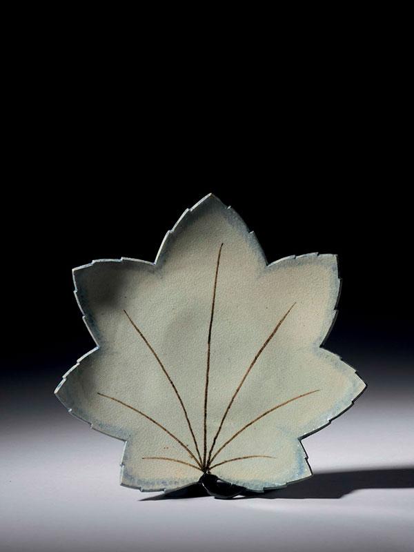 Porcelain leaf-shaped dish by Nonomura Ninsei
