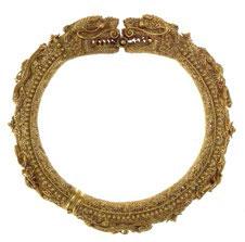 Gold filigree hinged bangle