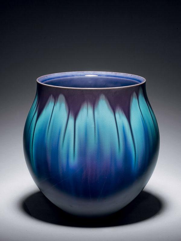 Porcelain vase by Tokuda Yasokichi III