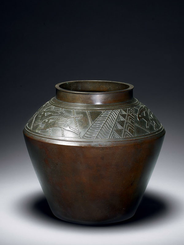 Bronze vase with decoration of jumping hares, by Hori Joshin