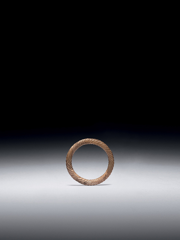 Jade ring with grooved carving