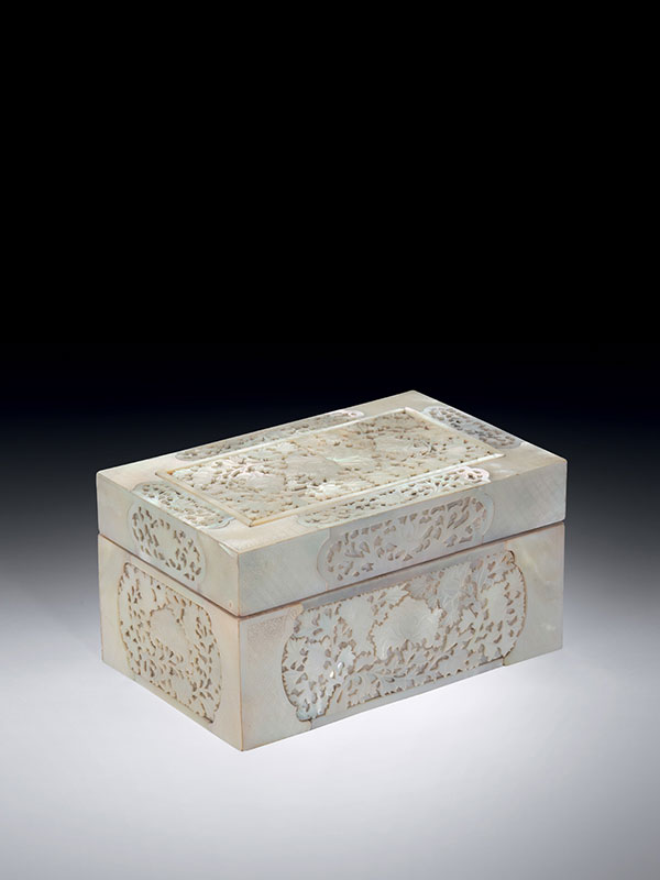 Wood box veneered with mother-of-pearl