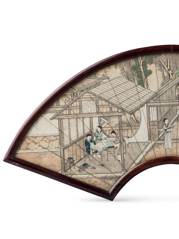 Fan-shaped table screen