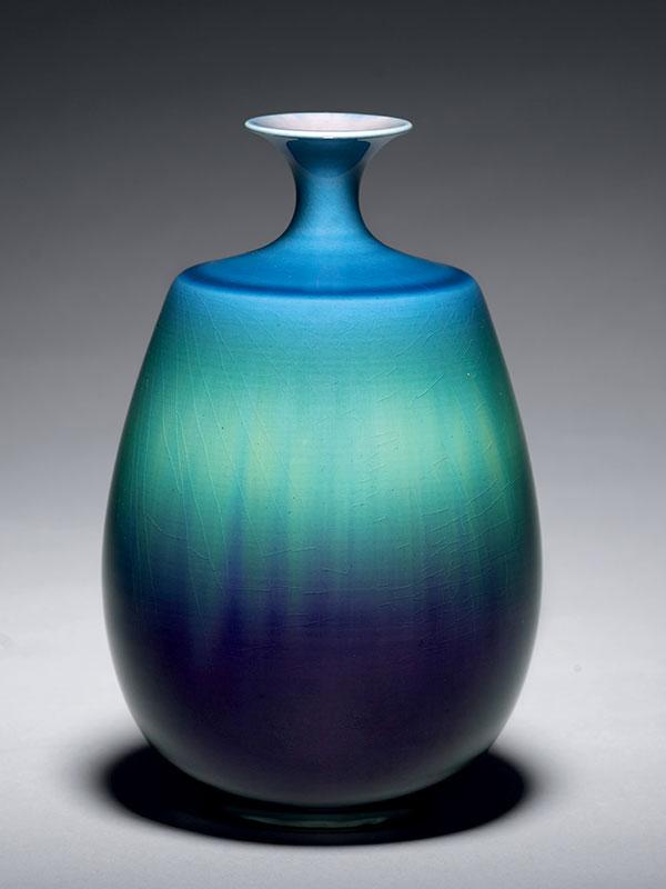 Porcelain bottle vase by Tokuda Yasokichi III