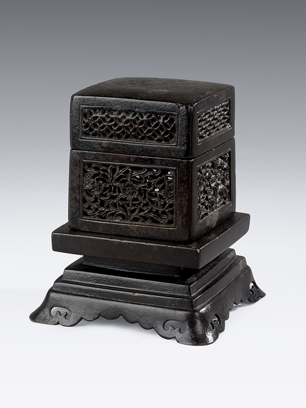 Bronze reticulated square incense box and stand
