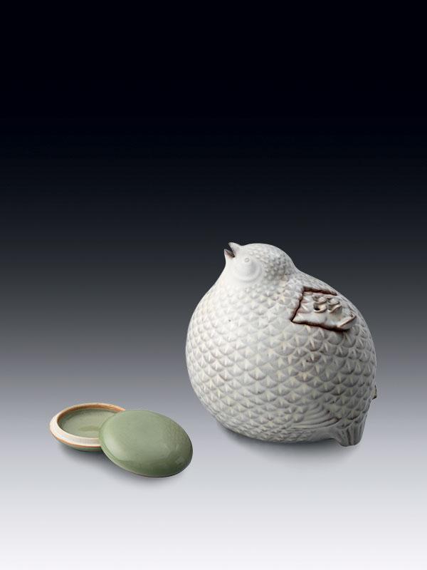 Stoneware quail incense burner and celadon box by Yagi Isso